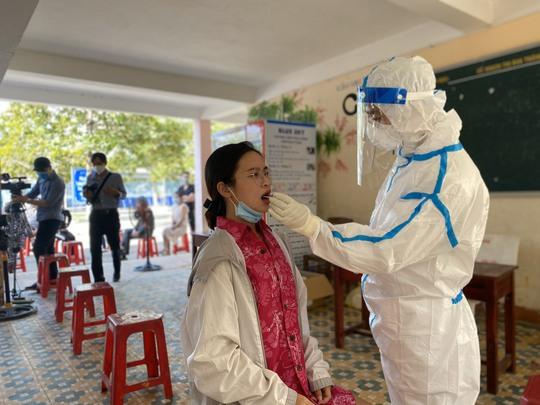 Đà Nẵng công bố lịch trình nữ công nhân dương tính SARS-CoV-2 chưa rõ nguồn lây - Ảnh 2.