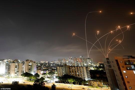 Israel - Palestine: Tên lửa, rocket phóng vun vút, người chết tăng mạnh - Ảnh 2.
