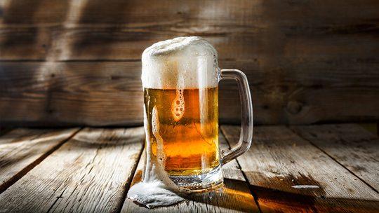 Điều khó tin này sẽ xảy ra khi bạn uống 1 ly bia mỗi ngày - Ảnh 1.