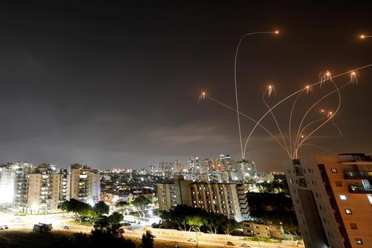 Hơn 1.000 quả rốc-két bắn về phía Israel - Ảnh 1.