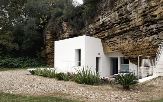 Bất ngờ với ngôi nhà đẹp ẩn mình bên khe núi - Ảnh 4.