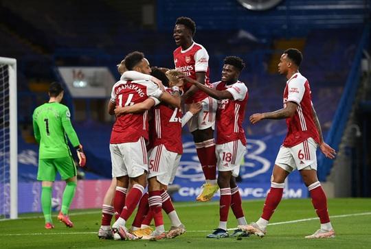 Chelsea tặng quà trận derby, Arsenal mơ mộng Top 6 - Ảnh 8.
