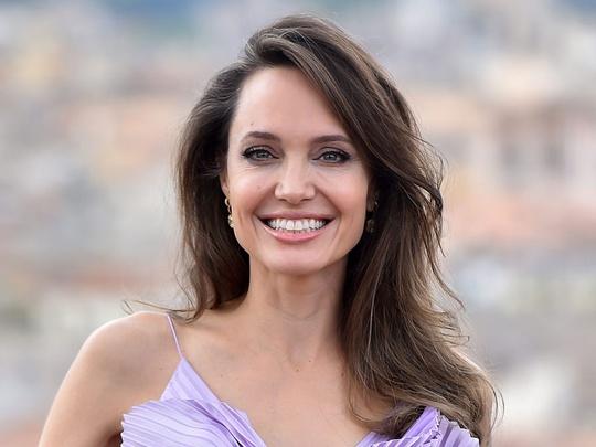 Angelina Jolie độc thân vì kén chọn người yêu - Ảnh 1.
