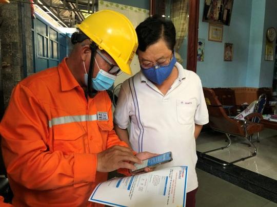 Điện lực Thủ Đức hướng dẫn khách hàng cài đặt app theo dõi chỉ số điện - Ảnh 1.