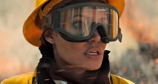 Angelina Jolie độc thân vì kén chọn người yêu - Ảnh 3.
