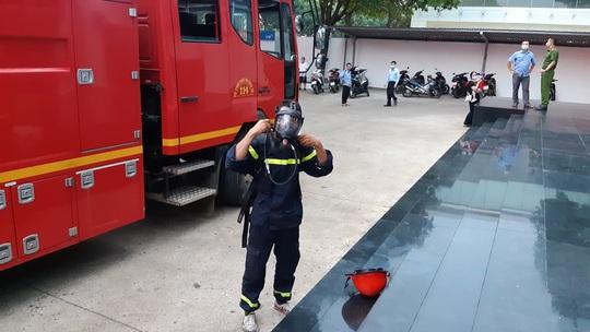 Cháy tại tòa nhà ngân hàng, bảo hiểm, trung tâm ngoại ngữ - Ảnh 3.