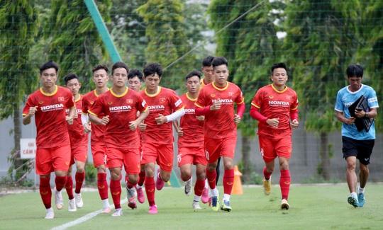 """Bảo vệ ngôi vương SEA Games, U22 Việt Nam đội nắng nóng """"luyện công"""" - Ảnh 3."""