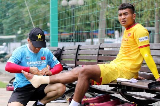 """Bảo vệ ngôi vương SEA Games, U22 Việt Nam đội nắng nóng """"luyện công"""" - Ảnh 8."""