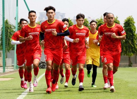"""Bảo vệ ngôi vương SEA Games, U22 Việt Nam đội nắng nóng """"luyện công"""" - Ảnh 4."""