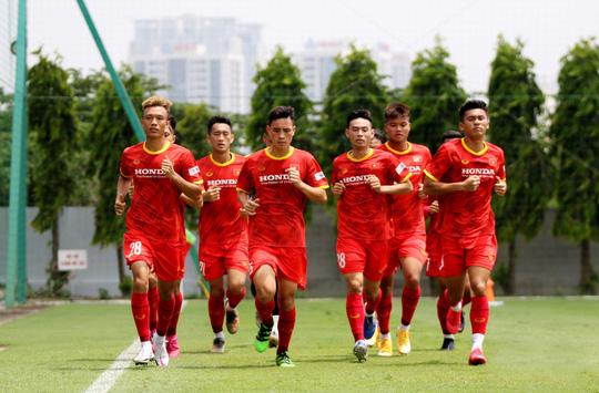 """Bảo vệ ngôi vương SEA Games, U22 Việt Nam đội nắng nóng """"luyện công"""" - Ảnh 6."""