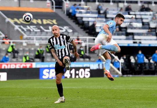 Rượt đuổi 7 bàn tại St.James's Park, sao trẻ Man City lập hat-trick mừng tân vương - Ảnh 3.