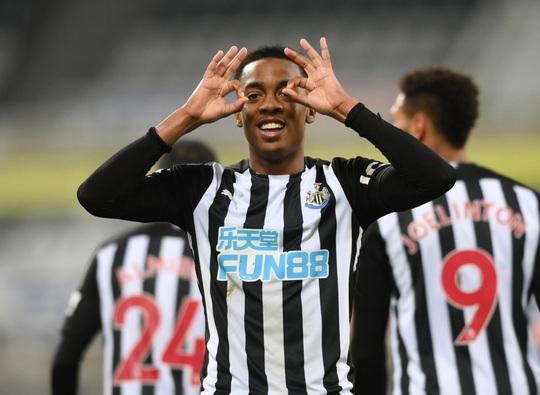 Rượt đuổi 7 bàn tại St.James's Park, sao trẻ Man City lập hat-trick mừng tân vương - Ảnh 5.