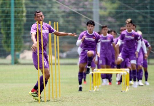 CLIP: Văn Hậu trở lại tập luyện cùng các đồng đội, Xuân Trường vẫn tập riêng - Ảnh 5.