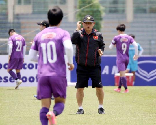 CLIP: Văn Hậu trở lại tập luyện cùng các đồng đội, Xuân Trường vẫn tập riêng - Ảnh 9.