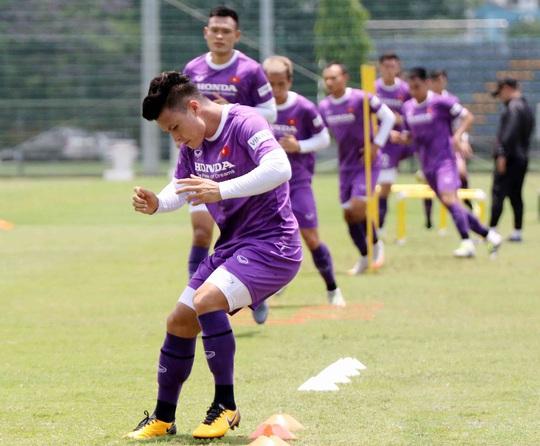 CLIP: Văn Hậu trở lại tập luyện cùng các đồng đội, Xuân Trường vẫn tập riêng - Ảnh 8.