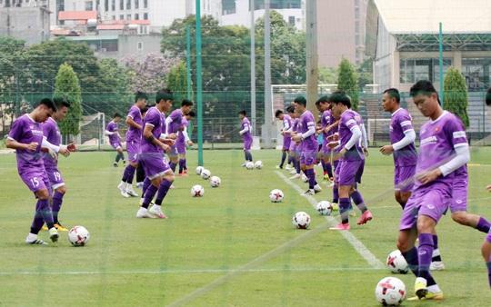 CLIP: Văn Hậu trở lại tập luyện cùng các đồng đội, Xuân Trường vẫn tập riêng - Ảnh 11.