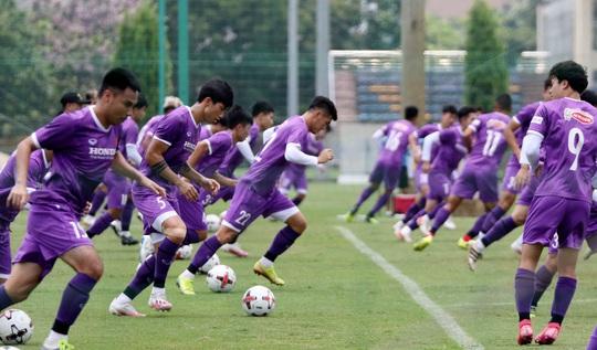 CLIP: Văn Hậu trở lại tập luyện cùng các đồng đội, Xuân Trường vẫn tập riêng - Ảnh 12.