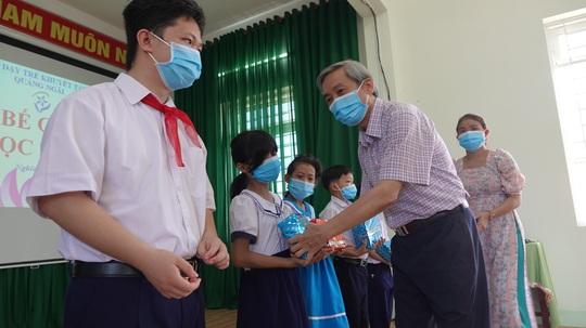 Hơn 3 tỉ đồng ủng hộ Trung tâm nuôi dạy trẻ khuyết tật Võ Hồng Sơn - Ảnh 3.
