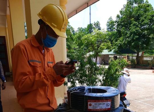 Giả danh nhân viên điện lực Quảng Bình đi bán dây điện rởm - Ảnh 2.