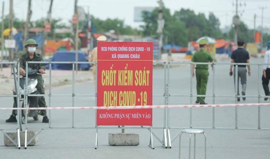 CLIP: Lập chốt giãn cách xã hội toàn huyện Việt Yên có ổ dịch Công ty Hosiden - Ảnh 4.