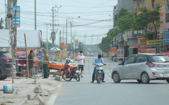 CLIP: Lập chốt giãn cách xã hội toàn huyện Việt Yên có ổ dịch Công ty Hosiden - Ảnh 9.