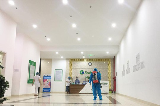 Một bác sĩ Bệnh viện Phổi dương tính SARS-CoV-2, 19 F1 phải đi cách ly - Ảnh 1.