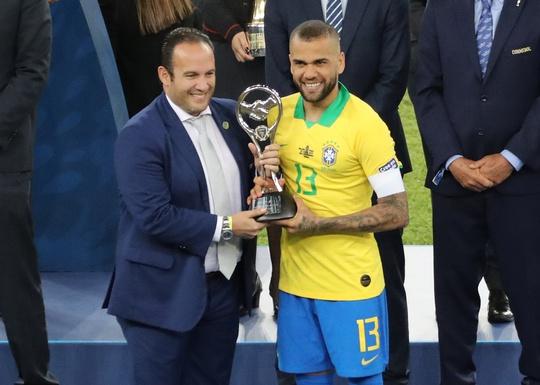 Siêu hậu vệ 38 tuổi Dani Alves trở lại đội tuyển Brazil - Ảnh 4.