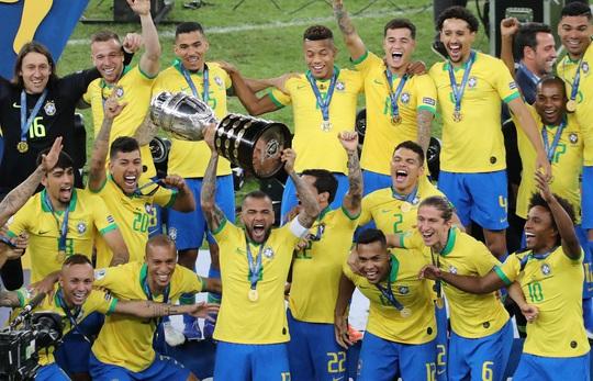 Siêu hậu vệ 38 tuổi Dani Alves trở lại đội tuyển Brazil - Ảnh 2.