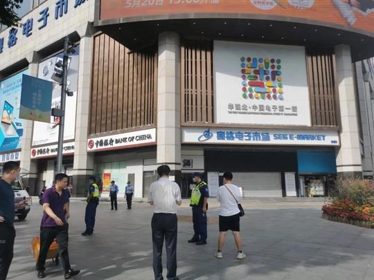 Tòa nhà chọc trời ở Trung Quốc rung lắc dù không có động đất - Ảnh 2.