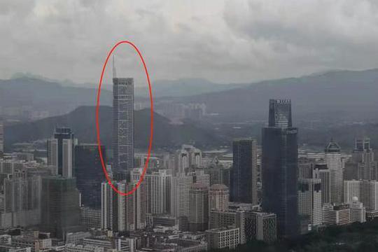 Tòa nhà chọc trời ở Trung Quốc rung lắc dù không có động đất - Ảnh 3.