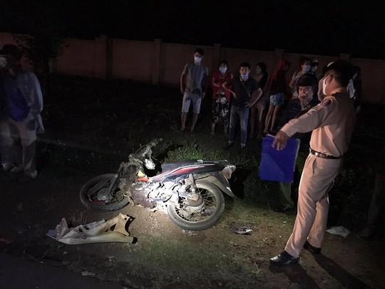 Nam thanh niên tử vong nghi lái xe lấn làn gây tai nạn - Ảnh 1.