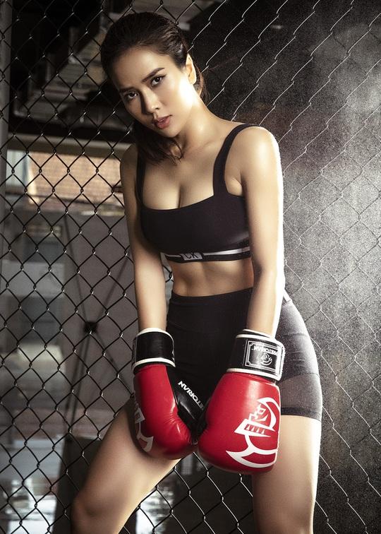 Cơ bụng số 11 gây choáng của diễn viên Bella Mai - Ảnh 5.