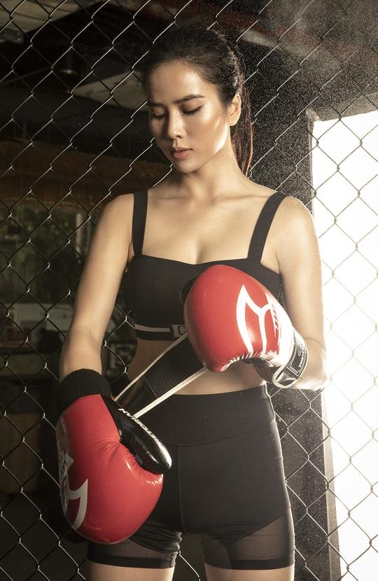 Cơ bụng số 11 gây choáng của diễn viên Bella Mai - Ảnh 8.