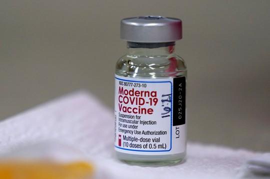 Chín người thành tỉ phú nhờ vắc-xin Covid-19 - Ảnh 1.