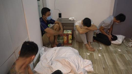 Tạm giam 16 đối tượng liên quan chuyên án ma túy lớn nhất ở Bình Định - Ảnh 2.