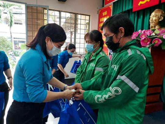 Chăm lo cho đoàn viên- lao động nghèo trong Tháng Công nhân - Ảnh 2.