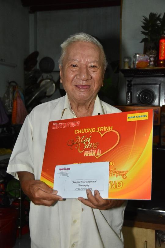 Chương trình Mai Vàng nhân ái thăm Nhà giáo Nhân dân Hà Quang Văn và nhạc sĩ Phùng Trọng - Ảnh 6.