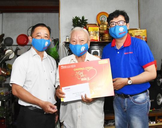 Chương trình Mai Vàng nhân ái thăm Nhà giáo Nhân dân Hà Quang Văn và nhạc sĩ Phùng Trọng - Ảnh 5.