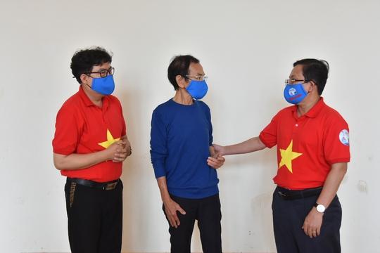 Mai Vàng nhân ái thăm NSND Hoàng Phi Long và nghệ sĩ Bửu Khánh - Ảnh 3.