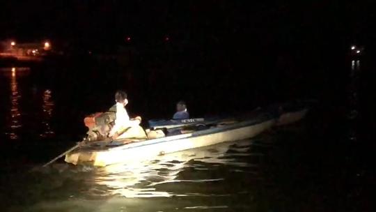 CLIP: Biên phòng An Giang ngăn 6 người từ Campuchia định vượt qua biên giới - Ảnh 3.