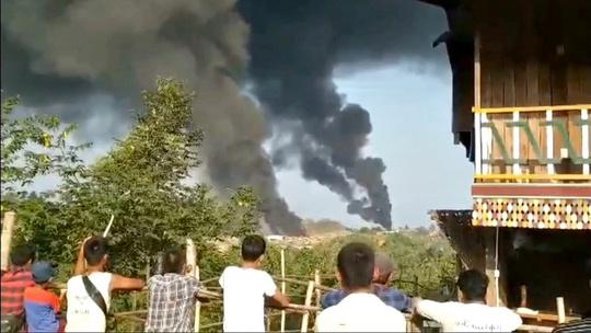 Quân nổi dậy tấn công đồn quân sự Myanmar ở thị trấn ngọc bích - Ảnh 2.