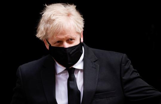 Thủ tướng Anh phái tàu sân bay mang thông điệp đến Trung Quốc - Ảnh 1.