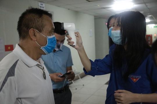 Cử tri Hà Nội náo nức đi bỏ phiếu bầu cử - Ảnh 16.