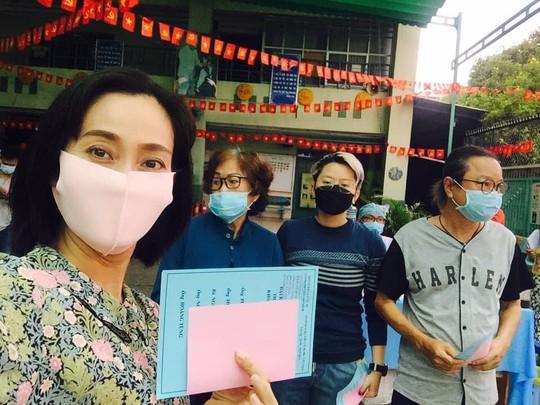 Nghệ sĩ háo hức đi bầu cử - Ảnh 5.