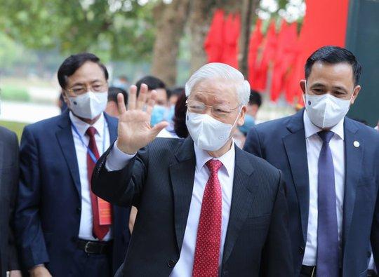 Những hình ảnh Tổng Bí thư Nguyễn Phú Trọng bỏ phiếu bầu cử - Ảnh 1.