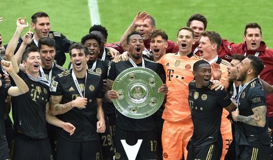 Lewandowski phá kỷ lục trong ngày Bayern Munich đăng quang vô địch Bundesliga - Ảnh 6.