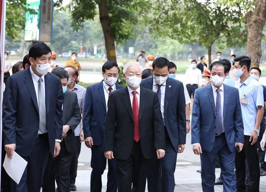 Những hình ảnh Tổng Bí thư Nguyễn Phú Trọng bỏ phiếu bầu cử - Ảnh 2.