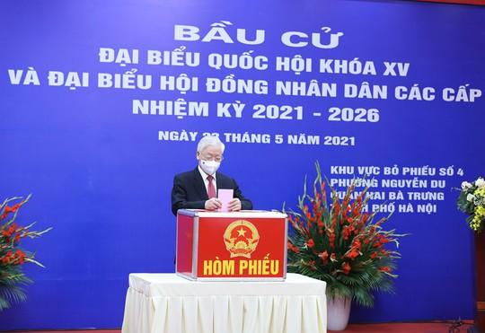 Những hình ảnh Tổng Bí thư Nguyễn Phú Trọng bỏ phiếu bầu cử - Ảnh 8.