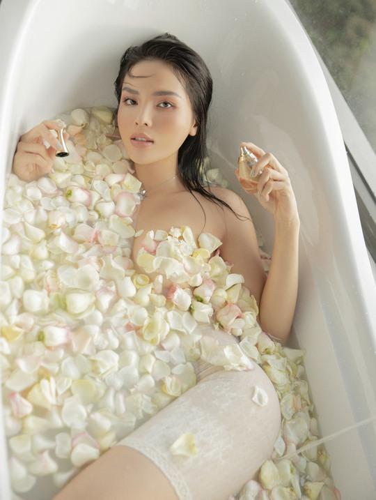 Hoa hậu Kỳ Duyên bán nude táo bạo - Ảnh 3.