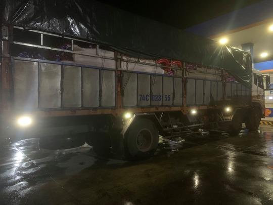 Xe tải tông xe máy, 1 người chết, 1 người bị kéo lê 20km - Ảnh 2.